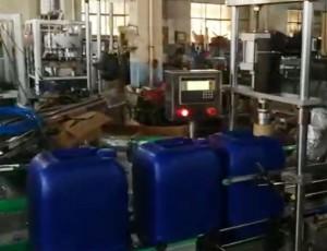 25公斤大桶全自动旋盖机